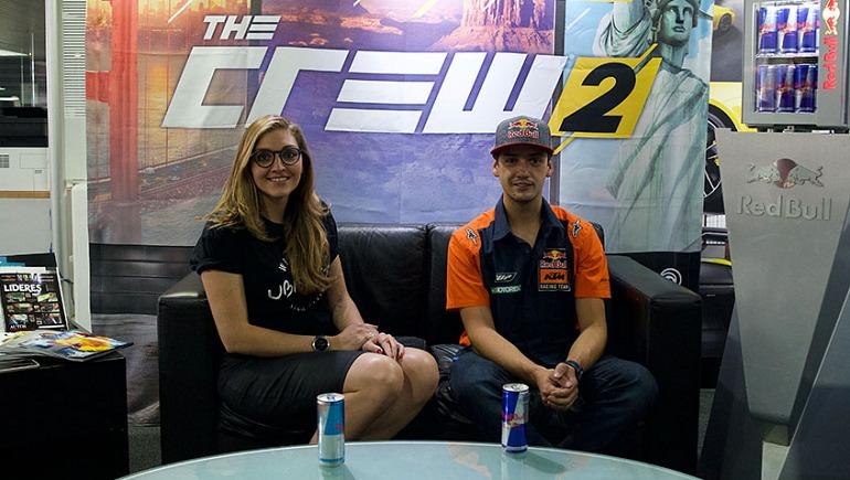 Ana Pia Hopf (izq.), marketing manager de Ubisoft para Latinoamérica y Didier Goirand (der.), atleta Enduro del equipo Red Bull (Foto: Ubisoft)