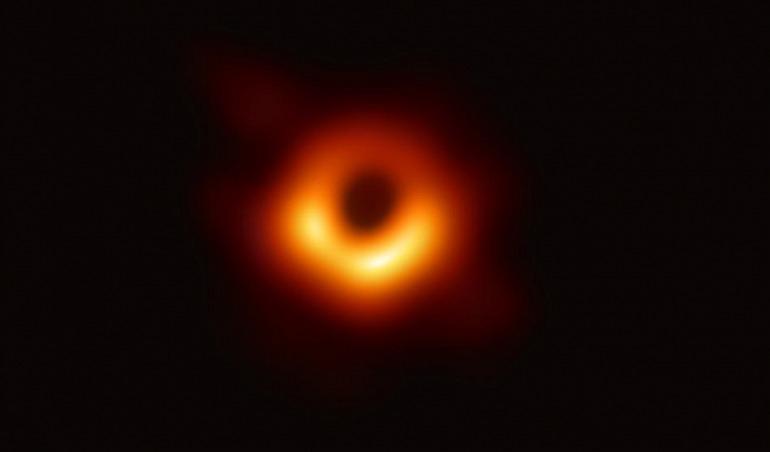 Primera fotografía de un agujero negro real, captada por el Telescopio Horizonte de Sucesos / CSIC