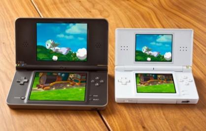 Compartir experiencias de juego es una realidad más accesible con DSi XL. Gracias a sus generosas pantallas, una segunda persona podrá ver fácilmente cómo jugamos y colaborar con nosotros.