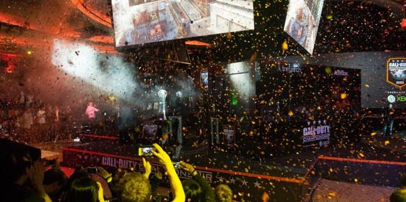 Tras conocerse el resultado final del torneo una masa de confeti inundó el recinto: ¡Ya hay un nuevo campeón!