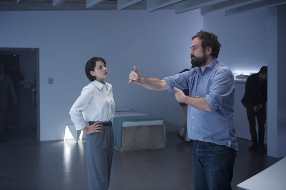 Justin Kurzel y Marion Cotillard, director y actriz, compartiendo ideas de la película.